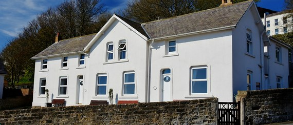 Hope Cottages, Filey. Three seafront self catering holiday cottages.